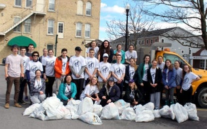 Local teens clean-up community